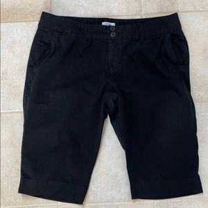 Old Navy black Bermuda shorts size 18